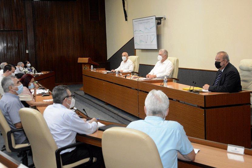 La máxima dirección del país sostuvo un nuevo encuentro con científicos y expertos que asesoran en temas de COVID-19. (Foto: Estudios Revolución)