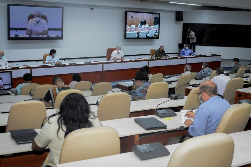 El presidente cubano abogó por el empleo de la ciencia en aras de una mayor obtención de comestibles. (Foto: Estudios Revolución)