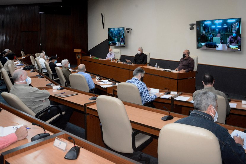 """""""Lo primero que hay que restablecer es cuál es el tratamiento ante cada situación"""", apuntó el presidente cubano. (Foto: Estudios Revolución)"""