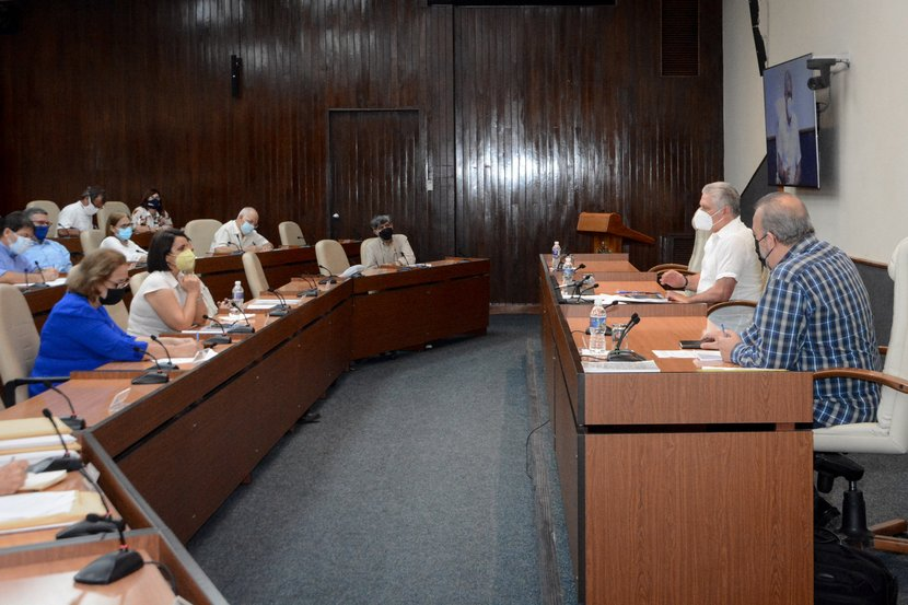 Díaz-Canel y Manuel Marrero se reunieron con personal de la Oficina del Historiador de La Habana para evaluar las proyecciones de 2021. (Foto: Estudios Revolución)