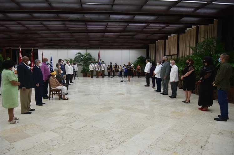 Desde 1979 Cuba entrega este título honorífico a ciudadanos cubanos y/o extranjeros. (Foto: Estudios Revolución)