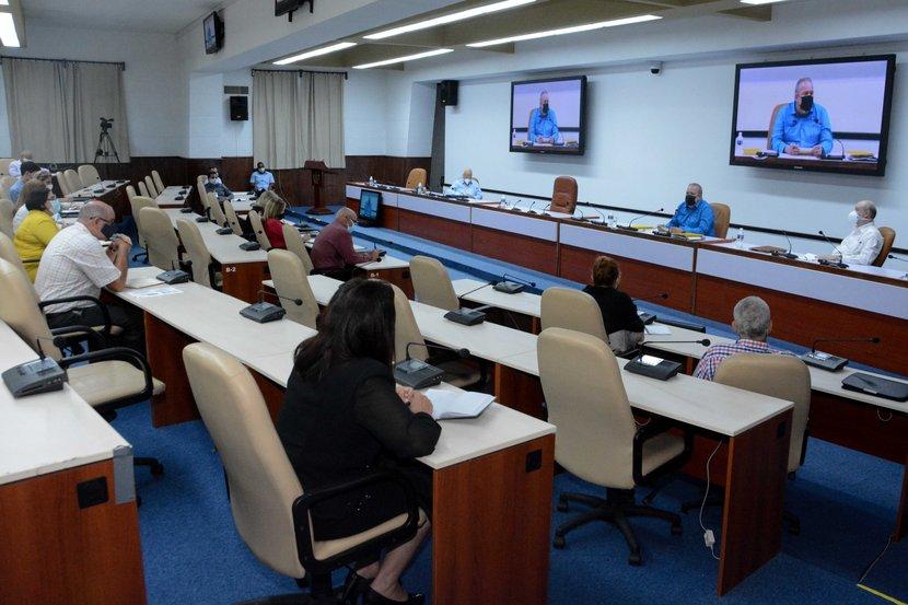 Manuel Marrero encabezó un encuentro con directivos y especialistas del sistema de Comercio Exterior y la Inversión Extranjera. (Foto: Estudios Revolución)