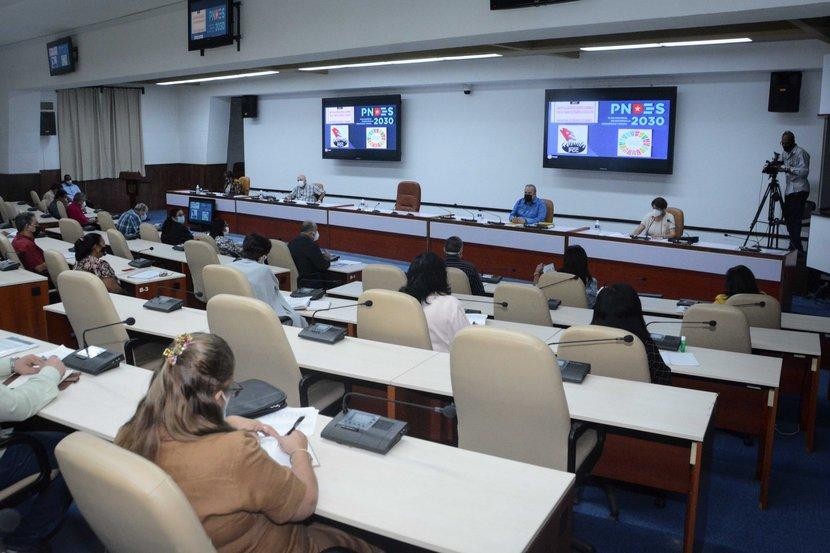 Marrero Cruz hizo un reconocimiento al aporte de los educadores en la lucha contra la COVID-19. (Foto: Estudios Revolución)