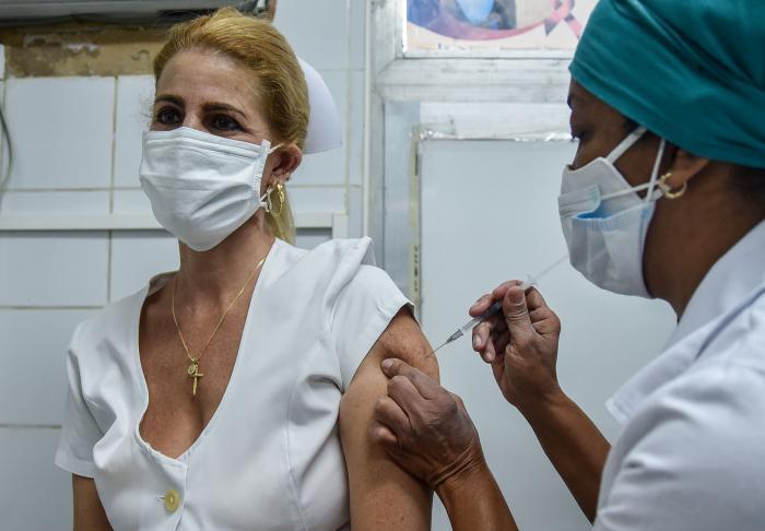 Tan pronto se decida el inicio de la vacunación masiva, en la capital cubana se prevé recibirán el antídoto un millón 700 mil personas. (Foto: Ariel Cecilio Lemus)