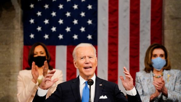 Biden brinda su primer discurso ante la sesión conjunta del Congreso de Estados Unidos. (Foto: Reuters)