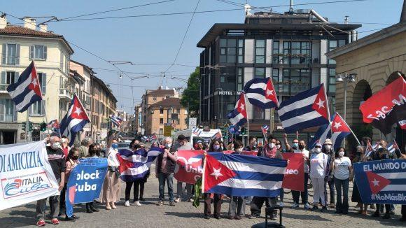 Roma y otras ciudades de Italia condenan el bloqueo. Foto: Twitter/@conaci_it.