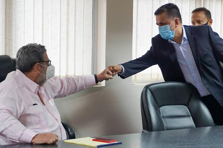 Sacha Llorenti sostuvó un encuentro con el primer ministro sanvicentino, Ralph Gonsalves. (Foto: PL)