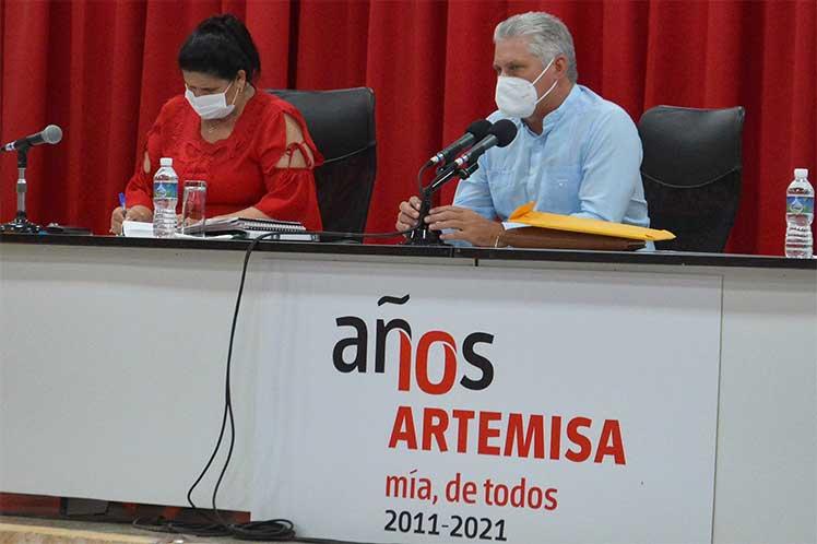 Díaz-Canel encabezó un intercambio con la militancia de Artemisa, como parte del ciclo de debates para dar continuidad al 8vo Congreso del PCC. (Foto: Twitter @aparedesrebelde)