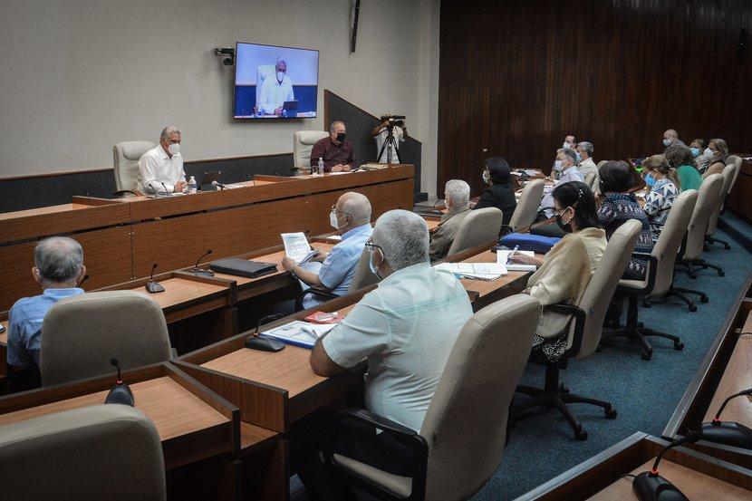 Díaz-Canel y Manuel Marrero encabezaron la reunión del Grupo Temporal. (Foto: Estudios Revolución)