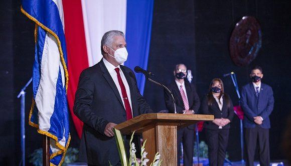 El ejercicio del doctorado, afirmó Díaz-Canel, ha sido un proceso de crecimiento para todos, como revolucionarios y como profesionales. (Foto: Alejandro Azcuy Domínguez)