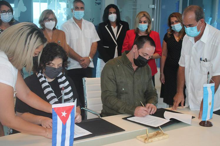 Los titulares de salud de ambos países firmaron una carta de intención que recoge la voluntad de colaborar en la inmunización antiCOVID-19. (Foto: PL)