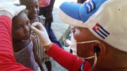 En casi seis décadas 420 mil profesionales cubanos han estado presentes en 150 países. (Foto: Granma)