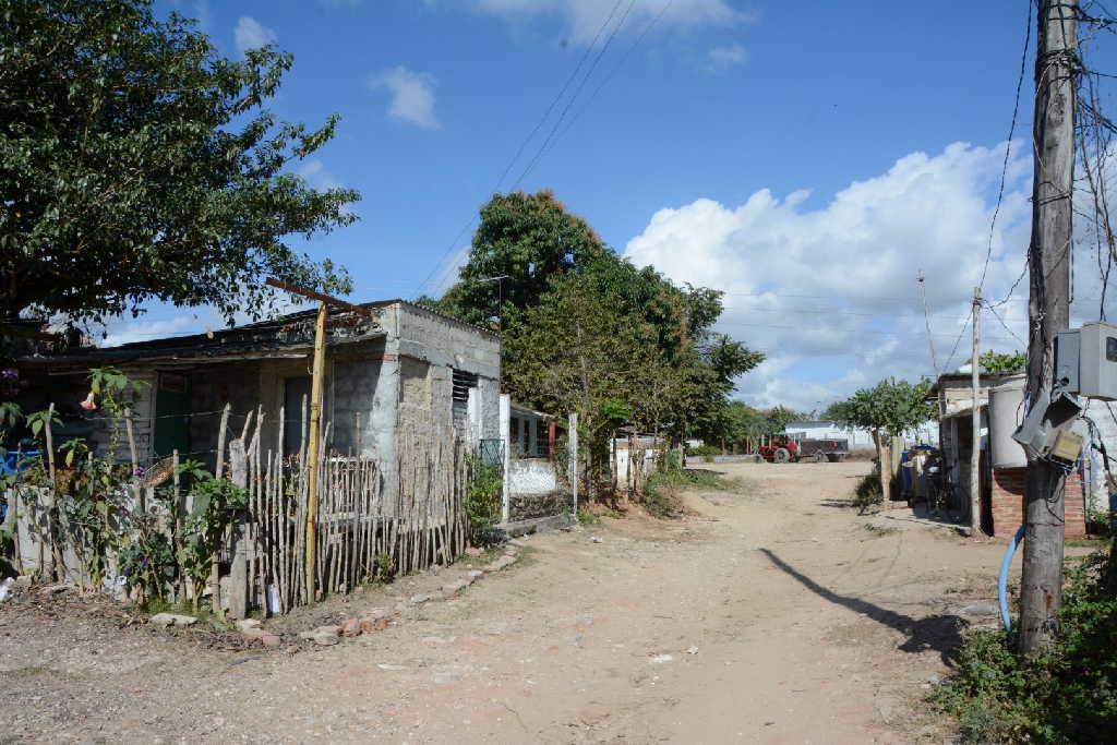En Sancti Spíritus hoy existen 15 barrios y 14 focos precarios que contemplan más de 1 500 viviendas en todos los municipios. Fotos: Vicente Brito / Escambray)