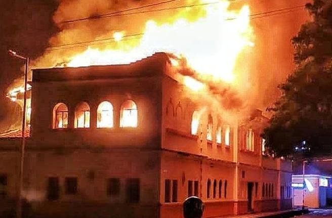 colombia, incendio, protestas, manifestaciones, ivan duque