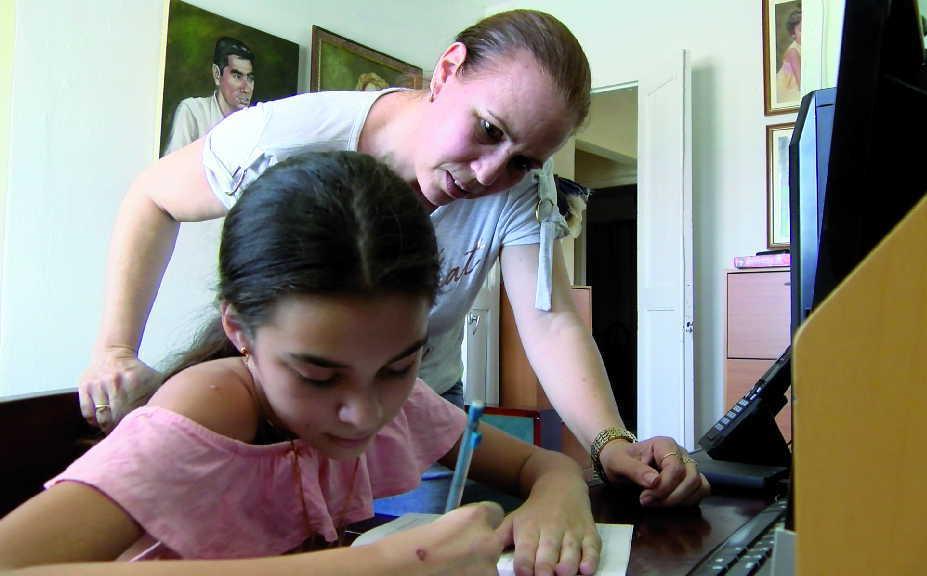 Inventarse respuestas, para los pupilos y para la vida, sea en el lugar que sea, ha sido la determinación de las madres cubanas.