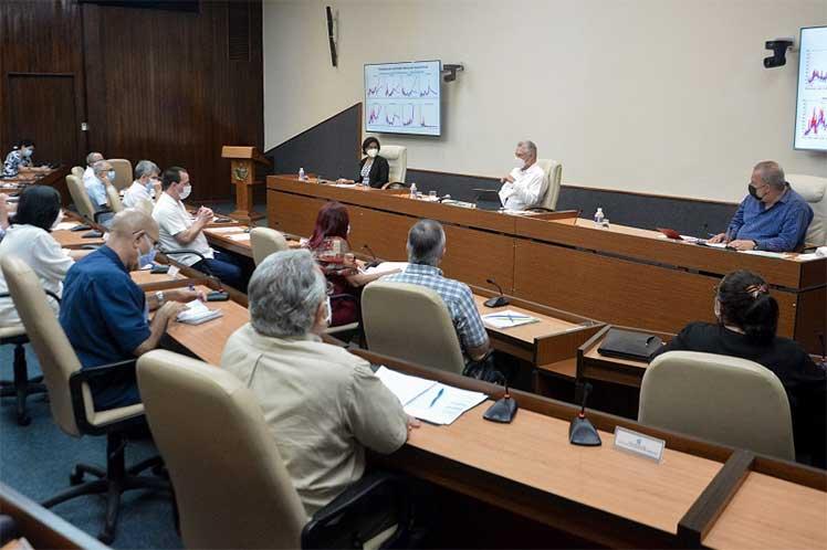 El presidente Miguel Díaz-Canel encabezó un nuevo encuentro del Gobierno con científicos vinculados al enfrentamiento a la COVID-19. (Foto: Estudios Revolución)
