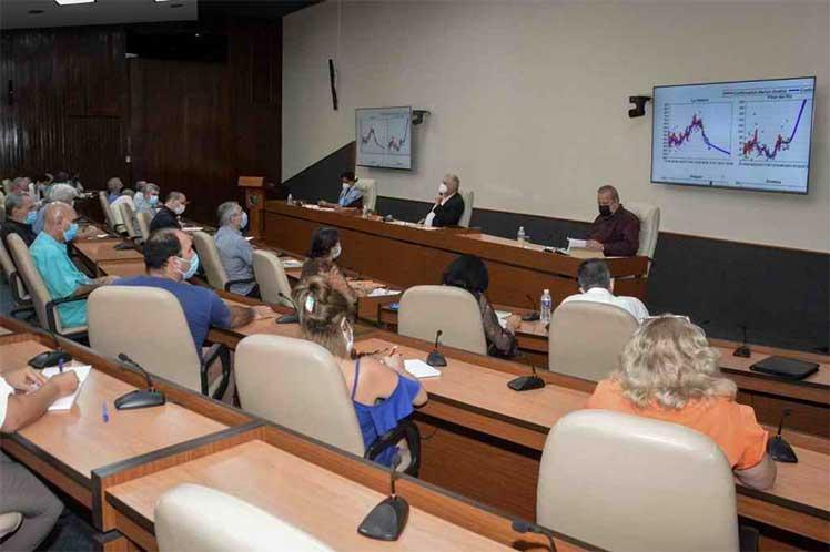 Díaz-Canel ratificó la satisfacción por las investigaciones con Abdala y Soberana 02 y conoció los avances de estudios con otros prospectos de vacunas. (Foto: Estudios Revolución)