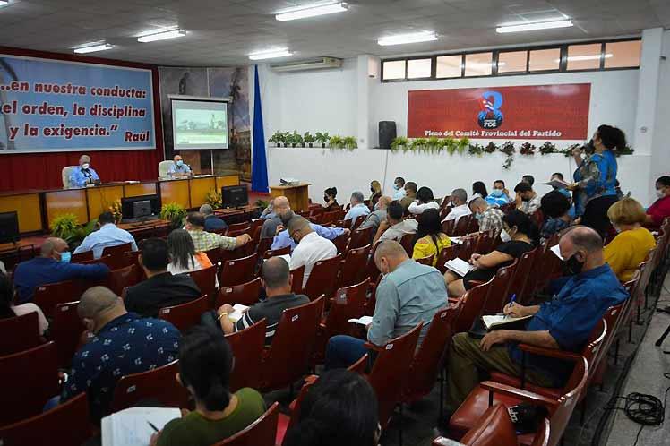 La autoridad moral del PCC se logra con trabajo y resolviendo los problemas y preocupaciones del pueblo, consideró Díaz-Canel. (Foto: PL)