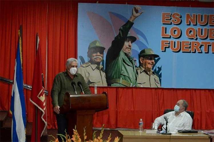 Díaz-Canel resaltó el rol que debe desempeñar en ese esfuerzo la exigencia y la participación activa de la vanguardia política. (Foto: Estudios Revolución)