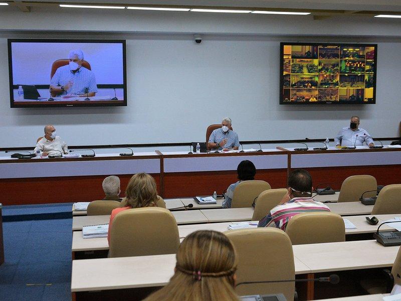 El presidente cubano intervino en la videoconferencia con los gobernadores de todas las provincias y del municipio especial Isla de la Juventud. (Foto: Estudios Revolución)