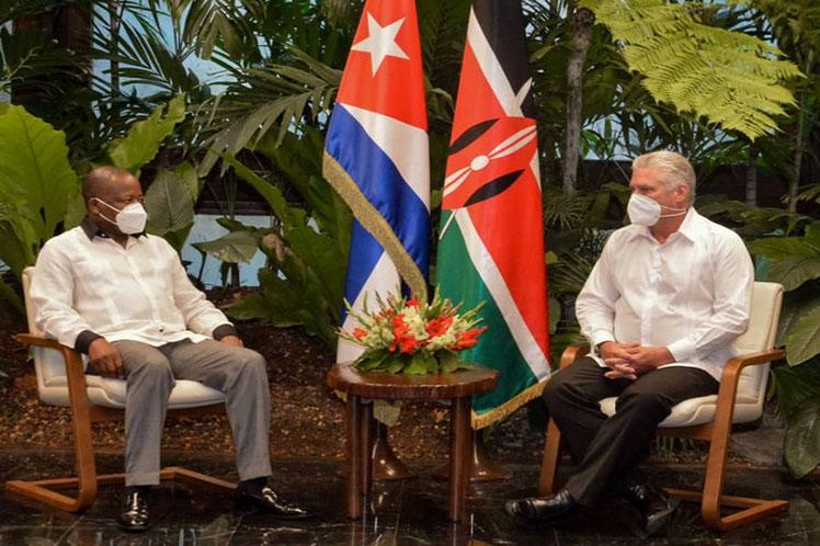 Díaz-Canel y Mutahi Kagwe conversaron sobre el 'positivo estado de las relaciones bilaterales'. (Foto: Estudios Revolución)