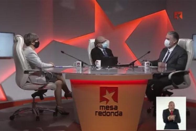 En la Mesa Redonda, Alejandro Gil se refirió a las 15 medidas aprobadas e implementadas que otorgan más facilidades a la empresa estatal socialista. (Foto: PL)