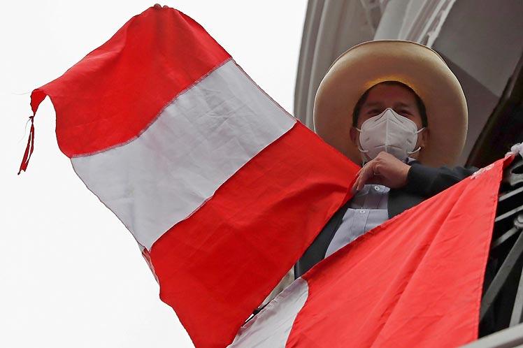 El margen a favor de Pedro Castillo alcanza a casi 60 mil votos en el recuento oficial. (Foto: PL)