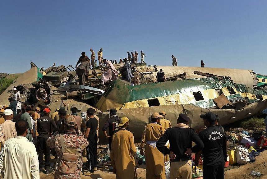 pakistan, accidente ferroviario, muertes, ferrocarril
