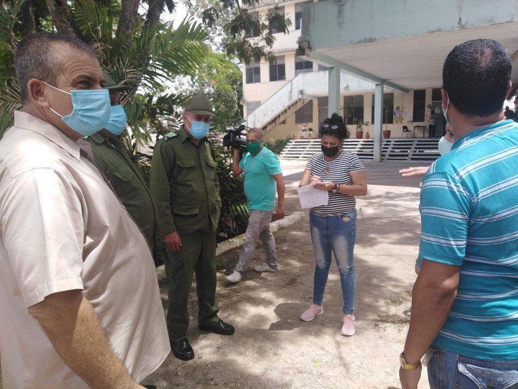 Autoridades del municipio y de la provincia recorren centros de protección a la población. (Foto: Alain Jiménez)