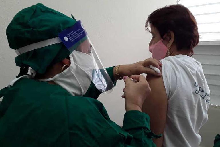 Por vacunatorio cada día se van a atender entre 90 y 100 pacientes. (Foto: Arelis García)