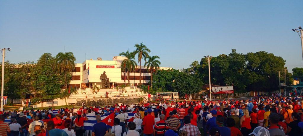 Una representación del pueblo espirituano reafirma la postura de esta tierra al lado de la Revolución. (Foto: Yolanda Brito)