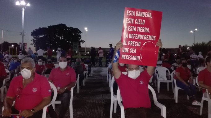 Una representación del pueblo espirituano se reúne en defensa del sistema socioeconómico de Cuba y la paz. (Foto: Cristóbal Álamo)
