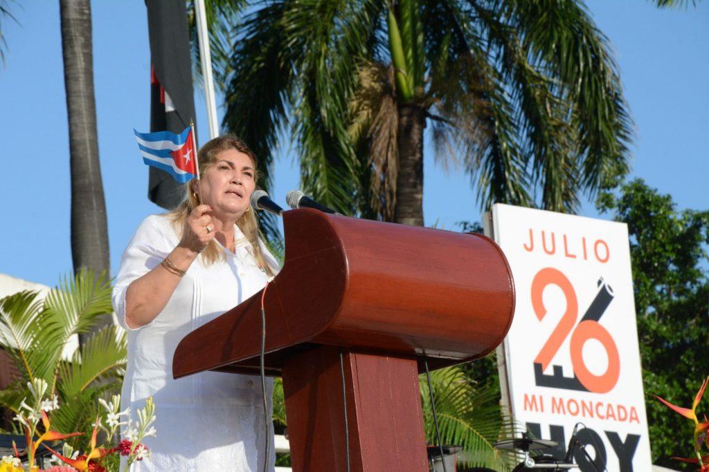 Ahora lo que más necesita Cuba es de la solidaridad de sus hijos, de la cooperación, de la concordia, del altruismo y de la bondad que ha sembrado esta Revolución, aseguró Deivy Pérez Martín. (Fotos: Vicente Brto / Escambray)