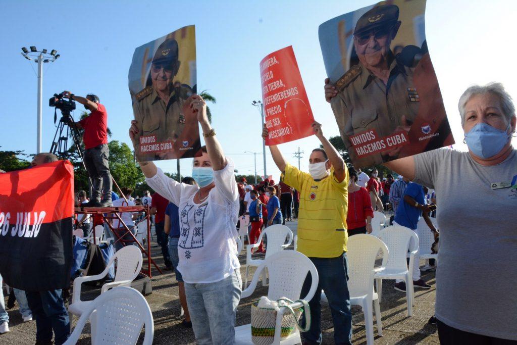Los espirituanos patentizaron su disposición de preservar el proyecto social que escogimos los cubanos hace 60 años. (Fotos: Vicente Brito / Escambray)