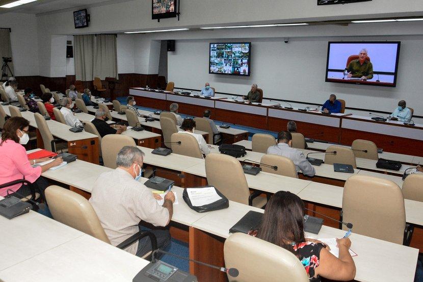 La sesión del Grupo temporal para el enfrentamiento a la COVID-19 estuvo encabezada por el Primer Secretario del Partido Comunista, Miguel Díaz-Canel. (Foto: Estudios Revolución)