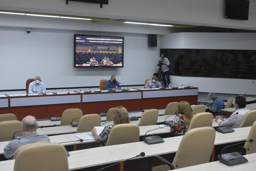 Díaz-Canel llamó a la población en aislamiento domiciliario debido la enfermedad a mantener una actitud responsable. (Foto: Estudios Revolución)