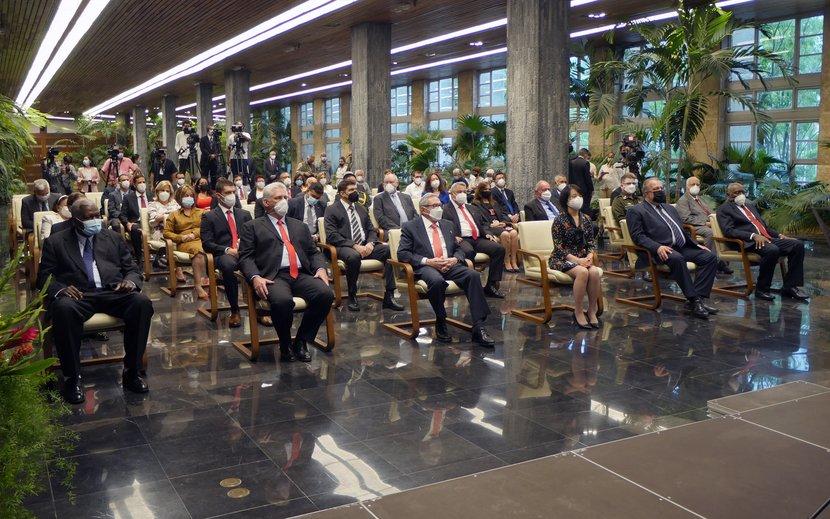 Raúl y Díaz-Canel encabezaron el acto. (Fotos: Estudios Revolución)