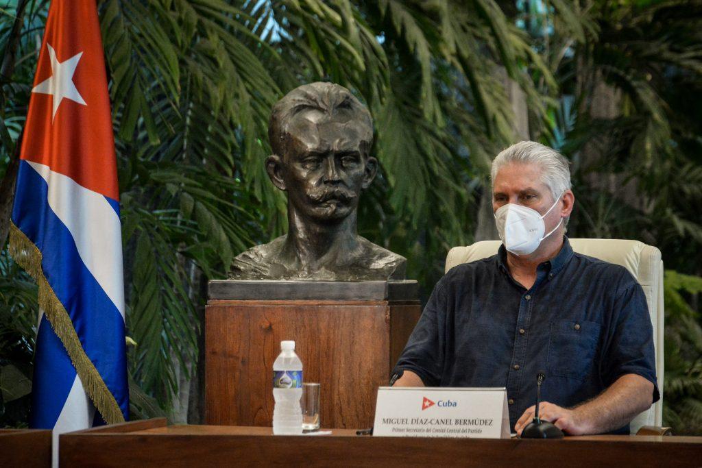 Díaz-Canel compareció este domingo en vivo en cadena de radio y televisión nacional.