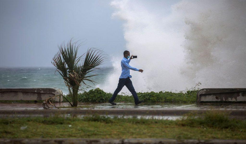 Las lluvias y fuertes vientos resultaron la causa principal de los daños. (Foto: PL)