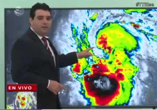 El meteorólogo Elier Pila alertó que a pesar de la salida de Elsa, persiste el peligro de lluvias fuertes e intensas, acompañadas de vientos significativos. (Foto: Captada de la TV)