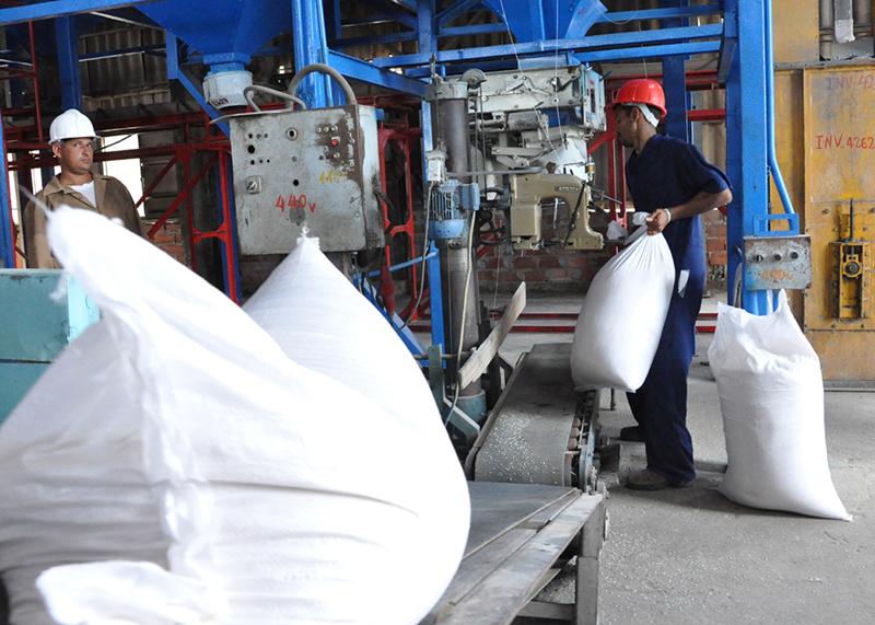 La eliminación del salario escala permitirá un mejor empleo de los recursos humanos en la empresa estatal. (Foto: CNC TV)