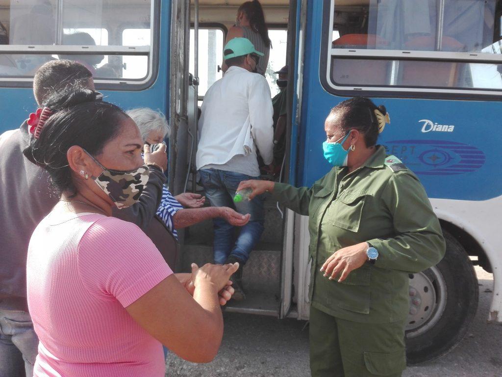 Las labores de evacuación se han desarrollado bajo estrictas medidas sanitarias. (Fotos: Oscar Salabarría)