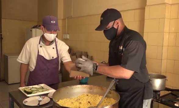 Las unidades gastronómicas de la provincia mantendrán hasta el mediodía del domingo la oferta de productos ligeros y comidas listas para llevar. (Foto: Centrovisión)