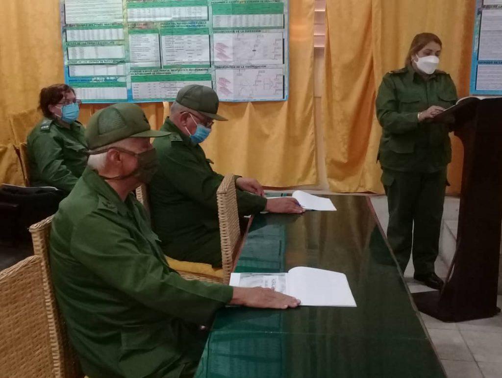 El Jefe de la Región Estratégica Central recibió una detallada información sobre las acciones desplegadas en el territorio a raíz de desatarse la amenaza de Elsa. (Foto: José Luis Camellón / Escambray)
