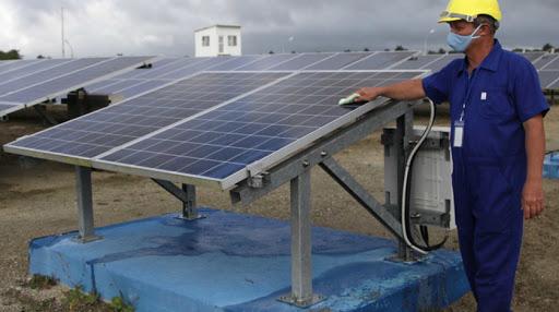 Desde la jornada anterior los eléctricos trabajan en la protección de todas las instalaciones, incluidos los siete Parques Solares Fotovoltaicos. (Foto: ACN)
