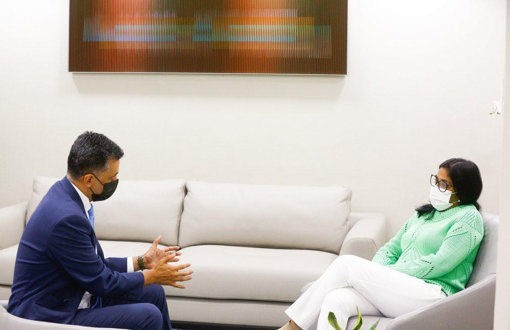 Delcy Rodríguez sostuvo una reunión de trabajo con el secretario ejecutivo del ALBA-TCP, Sacha Llorenti. (Foto: @ViceVenezuela)