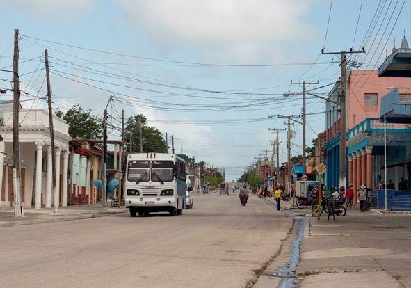 Mientras se alistan las condiciones para atenuar los efectos de la tormenta Elsa, en Yaguajay se prosigue el enfrentamiento a la COVID-19. (Foto: Luis Fco Jacomino)