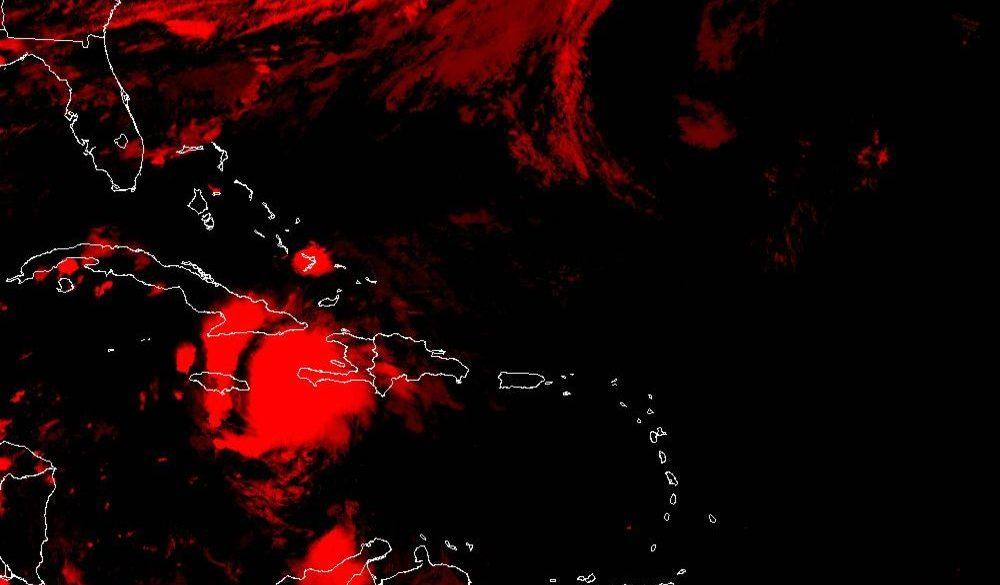 A la medianoche su centro fue estimado a unos 305 kilómetros al sudeste de Cabo Cruz, en la oriental provincia de Granma.