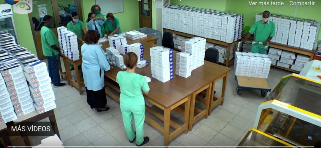 Cajas con el diagnosticador Umelisa SARS-CoV-2 antígeno. Foto: Cubavisión Internacional.