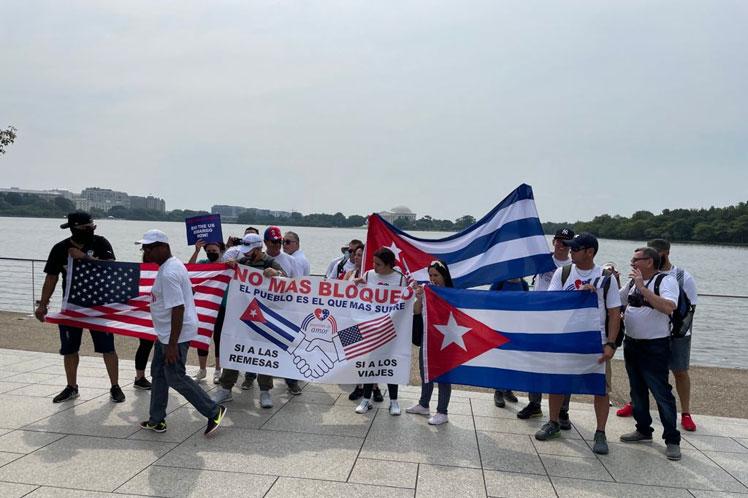 Temprano en la mañana, los integrantes del proyecto hicieron el cruce del puente Arlington Memorial. (Foto: PL)